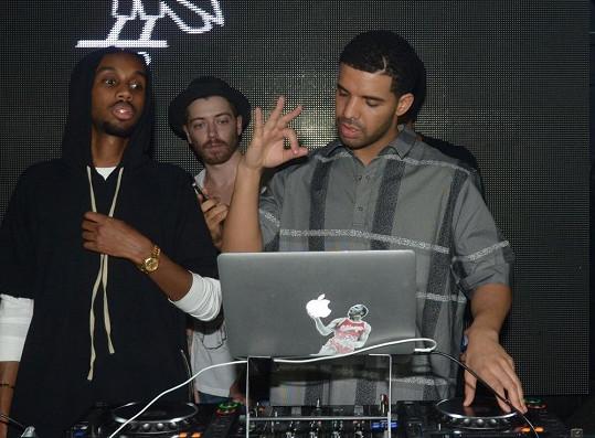 Drake vystoupil na prvních narozeninách pařížského klubu Soixante Dix Neuf.