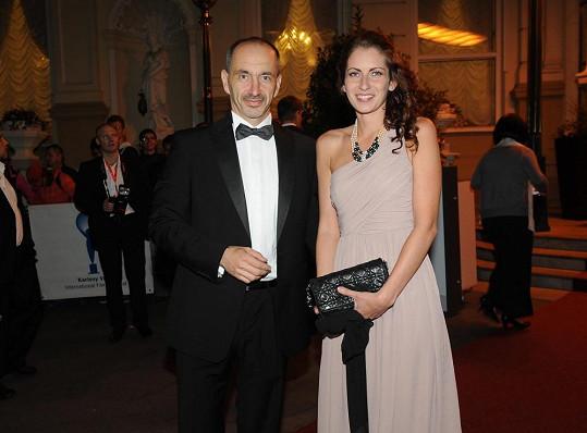 Martin Kuba s přítelkyní Denisou v Karlových Varech.