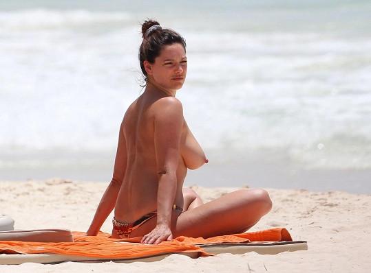 Modelka chytala o víkendu bronz v mexickém Tulumu.