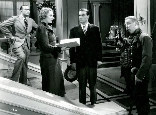 První velkou milovnickou roli hrál Schránil v operetě Na tý louce zelený (1936). Na snímku s Oldřichem Novým, Helenou Bušovou a Járou Kohoutem.