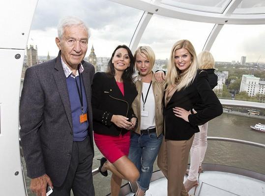 Návštěva London Eye. Tehdy ještě Heidi Janků netušila, že bude děvčaty zneužita ve veselé scénce.