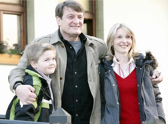 Artur Štaidl s tátou Ladislavem Štaidlem a jeho přítelkyní