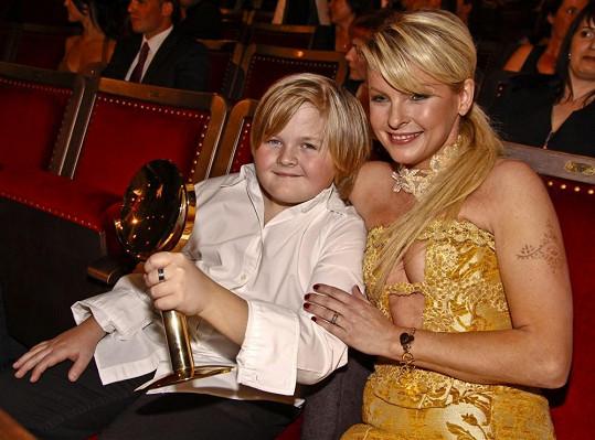 Artur s maminkou na předávání cen TýTý 2008