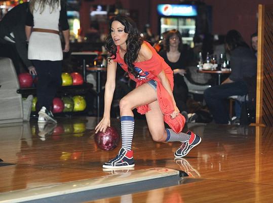 Agáta při bowlingovém turnaji TopStaru proti VIP zprávám.