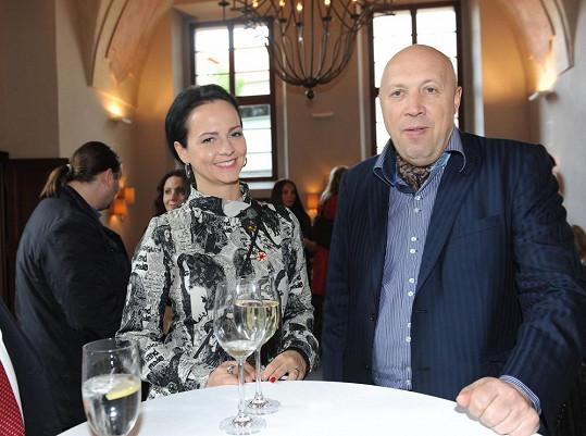 Nebo starosta Lomecký s přítelkyní Veronikou