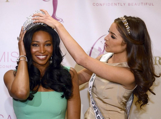 Miss Universe Olivia Culpo korunovala novou Miss USA.