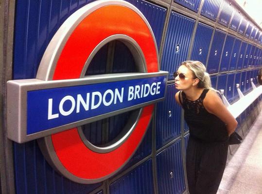 Zpěvačka byla v Londýně už poněkolikáté.