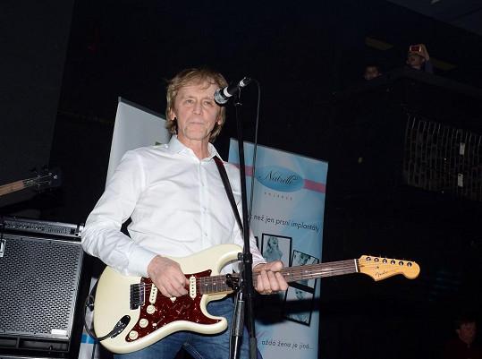 Ivan Král v Lucerna Music Baru také hrál.