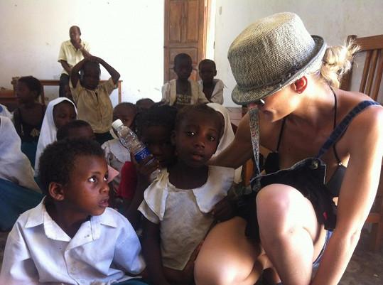 Duo Femme2Fatale navštívilo i místní školu.