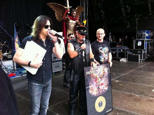 Přednedávnem také jeho kapela Kreyson dostala na metalovém festivalu ve Vizovicích Zlatou desku za nosič, který kapela po 18 letech vydala v roce 2013, a s deskou absolvovala první část úspěšného turné v České republice.