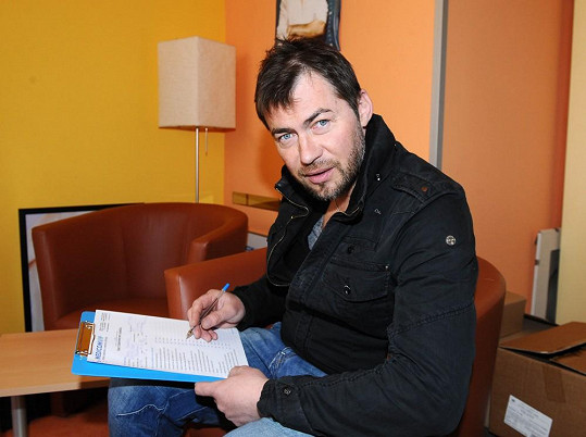Bořek Slezáček musel vyplnit formulář o svém zdravotním stavu.