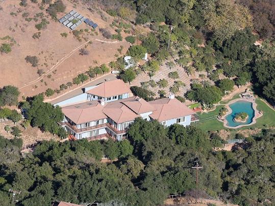 Brown se zapsal do stejné luxusní léčebny v Malibu jako například Amanda Bynes.