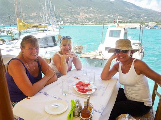 S kámoškami Štěpánkou a Katkou jezdí Petra dovolenkovat už léta.