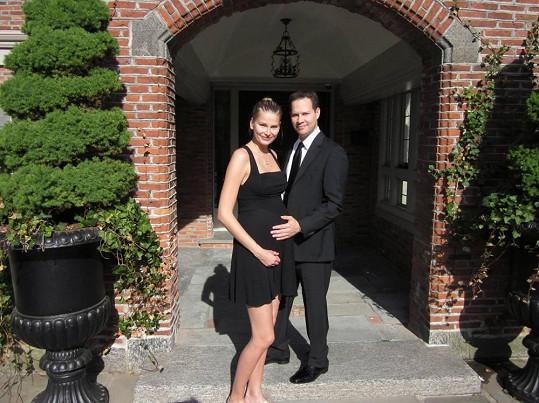 Hana se s manželem těší na svého prvního potomka.