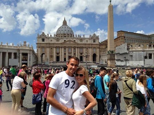 Míša Ochotská s Lukášem Rosolem při návštěvě Vatikánu.