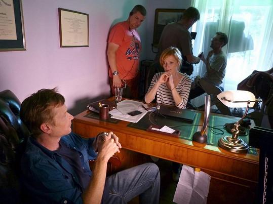 Aňa Geislerová při natáčení s Matějem Hádkem