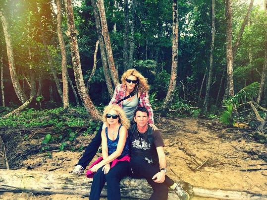 S kamarádem Romanem a kamarádkou Monikou cestuje Světlana po světě pravidelně...