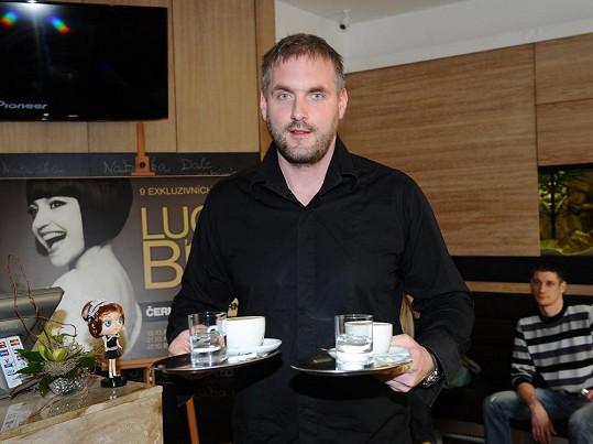 Petr Makovička otevřel díky Lucii Bílé vysněnou kavárnu.