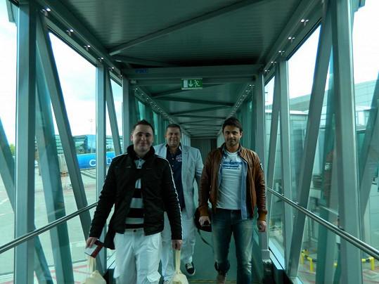Šimůnek a jeho kamarádi na letišti