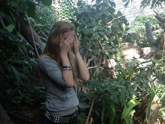 Sabina Křováková má šílený strach z hadů a pavouků. Nakonec si se sebezapřením pohladila aspoň švába.