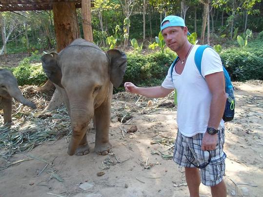 Zdeněk navštívil i slony na ostrově Lanta.