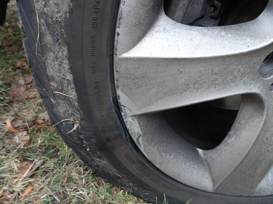 Makarenko musela shánět náhradní pneumatiku.
