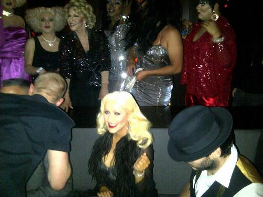Christina Aguilera nebyla v gay baru tak štědrá, jak se prezentovala.