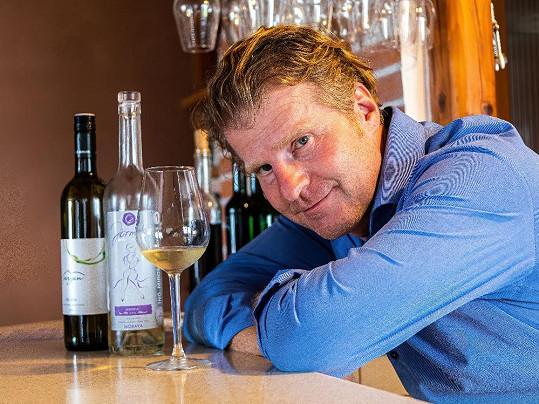 Protože nyní pracuje i na nové sbírce veršů, která bude spojená s vínem, zavedly Petra Baťka cesty na jižní Moravu.