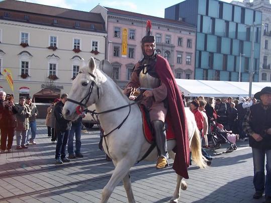 Martin Maxa si vyzkoušel jízdu na koni.