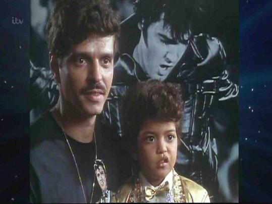 Bruno v pořadu se svým otcem.