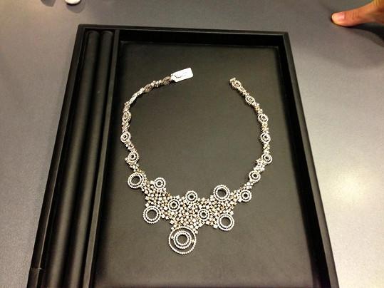 Nikol byl zapůjčen tento náhrdelník s diamanty v hodnotě dvou miliónů korun.