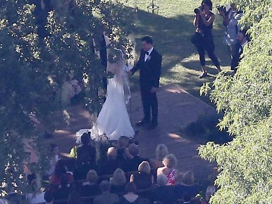 Svatba se konala pod širým nebem.