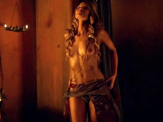 Ellen Hollman v seriálu Spartakus.