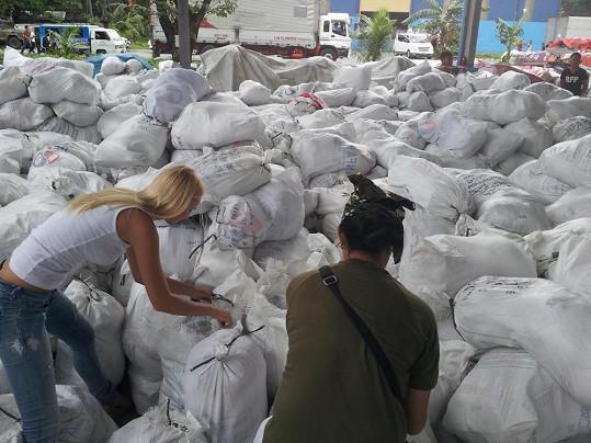 Misska se neváhala zapojit do pomoci lidem, které postihl ničivý tajfun.