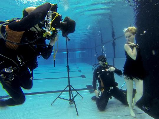 Tereza Vágnerová fotila pod vodou.