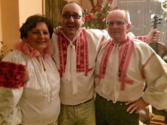 Marian i letos s rodiči obleče kroj.