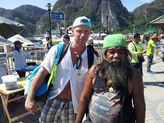 Zdeněk a jeden z místních obyvatel na ostrově Phi Phi.