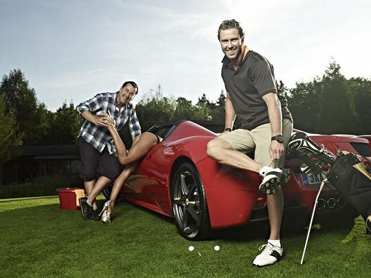 Petr Nedvěd se fotil s modelkou s dokonalýma nohama.