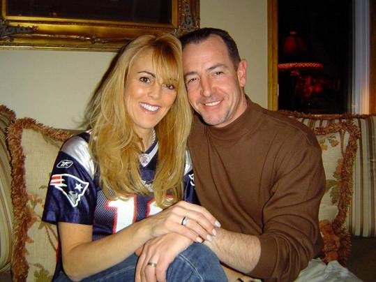 Dina s Michaelem Lohanem v době, kdy byli šťastní. Dnes na sebe házejí špínu.
