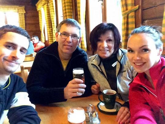 S rodiči a přítelem v restauraci