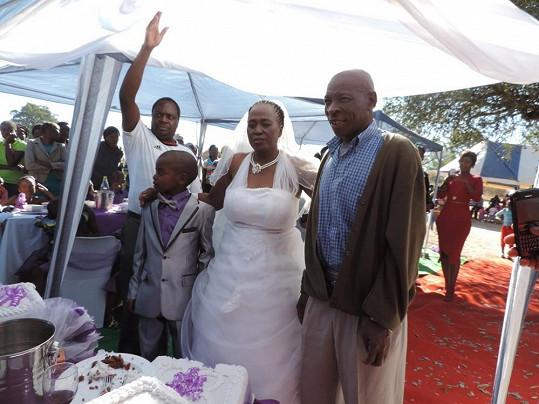 Dvojice stvrdila manželství dalším obřadem po roce od toho prvního.