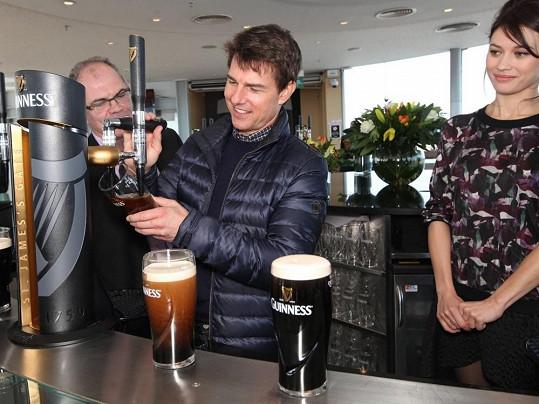 Tom Cruise v Dublinu předvedl své umění čepovat.