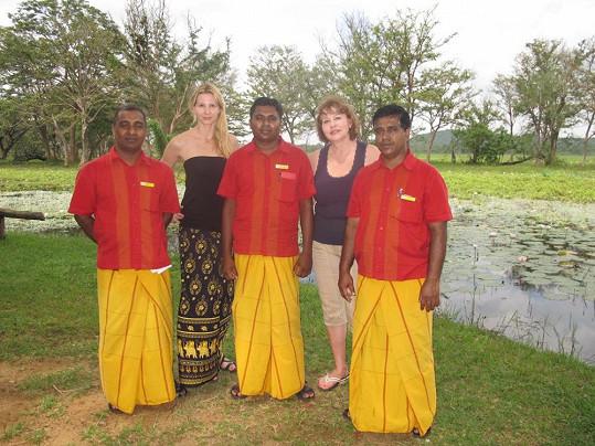 Ivana a její maminka Blanka si udělaly fotku s tamními buddhisty.