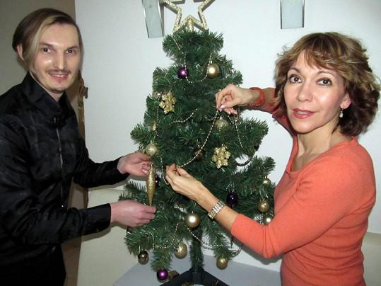 Martin Žifčák a Michaela Dolinová spolu ozdobili stromeček.