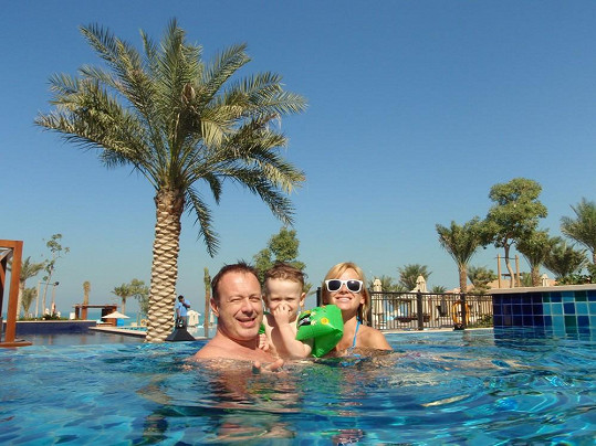 Rodinka si užívala hlavně koupání v bazénu.
