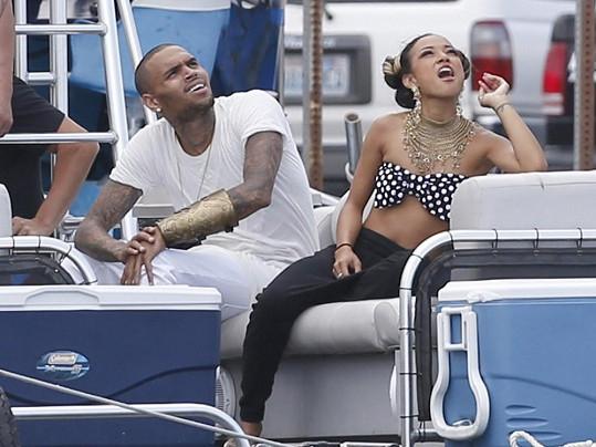 Modelka Karrueche Tran Chrisi Brownovi učarovala.