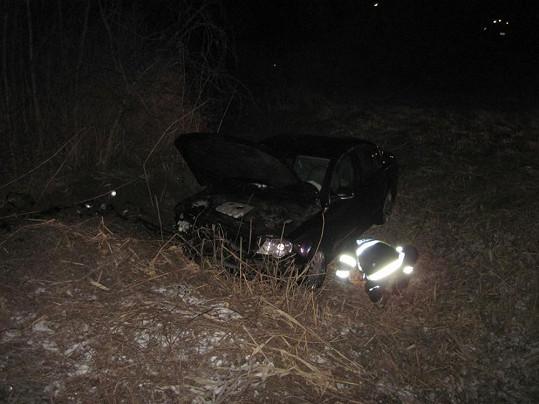 Auto, v němž seděla i Iveta Bartošová, má zdemolovaný předek.