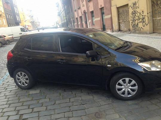 Martina Jandová našla v sobotu ráno před svým domem vykradené auto. Myslí si, že to není náhoda.