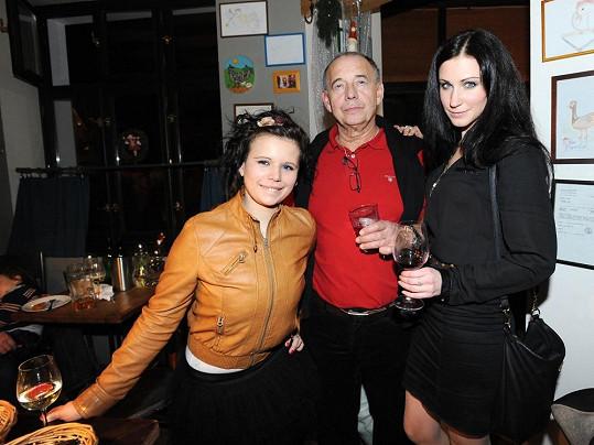 Ivan Vyskočil s dcerou a přítelkyní.