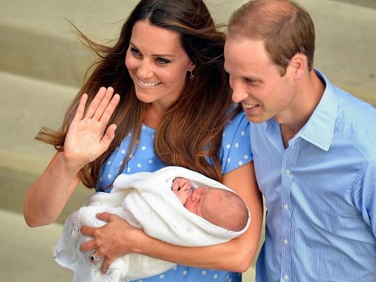 Malý následník britského trůnu je údajně podobný Kate.